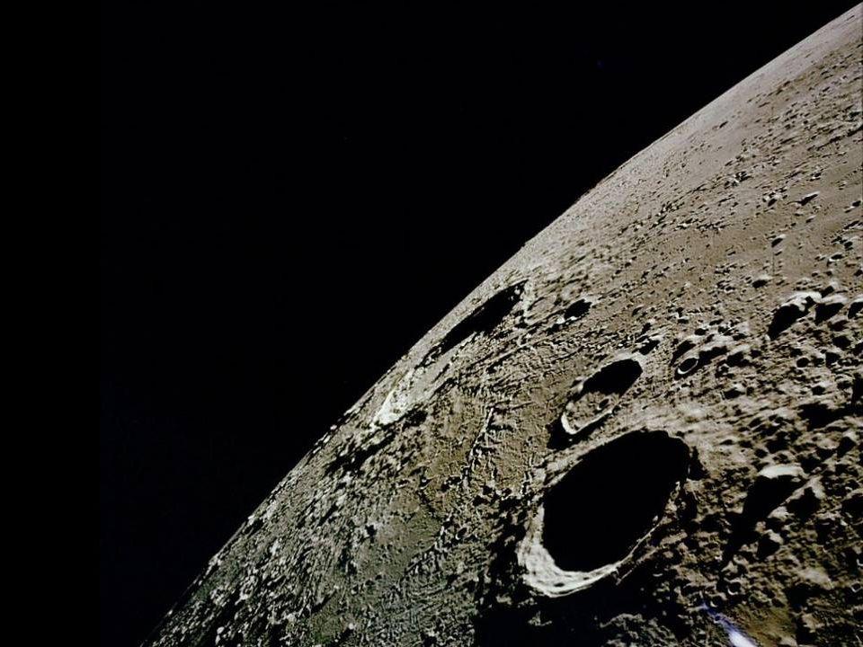 Lamicizia non è il sole; È una graziosa luna che Rischiara la nostra vita. Anne Barratin