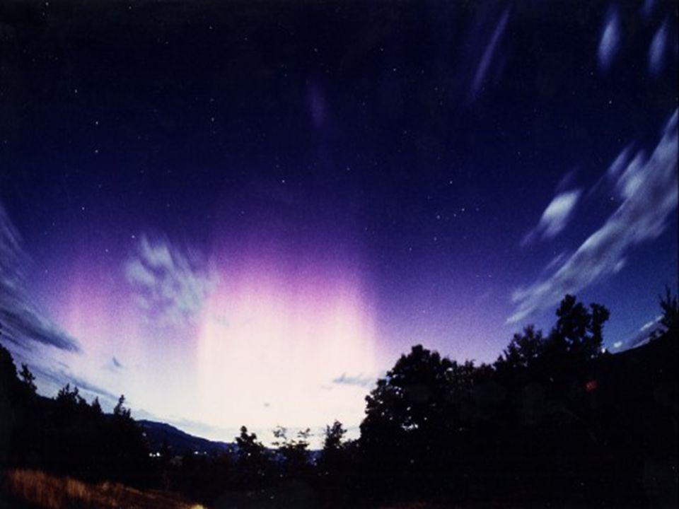 Le aurore sono più intense e frequenti durante periodi di intensa attività solare,