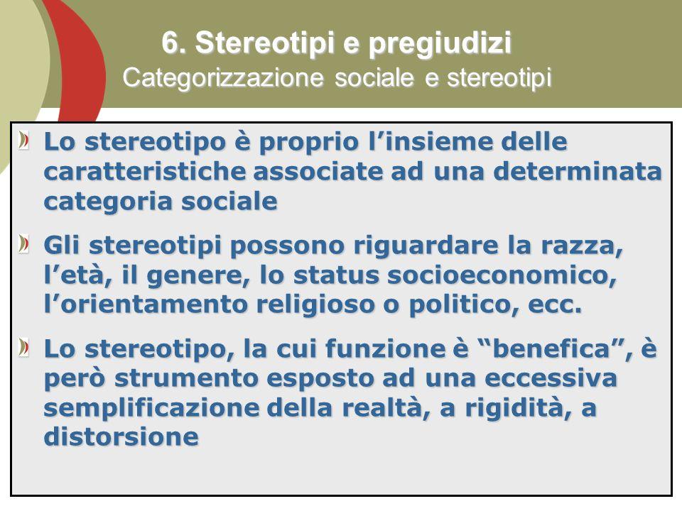74 Lo stereotipo è proprio linsieme delle caratteristiche associate ad una determinata categoria sociale Gli stereotipi possono riguardare la razza, letà, il genere, lo status socioeconomico, lorientamento religioso o politico, ecc.