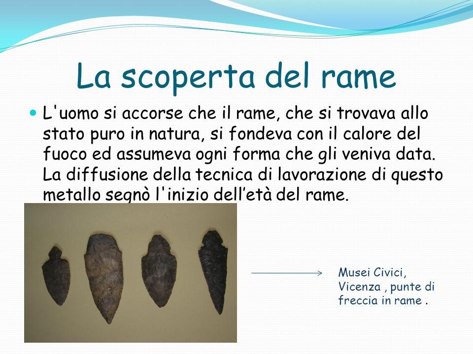 Il bronzo Fondendo due metalli, il rame e lo stagno gli uomini ottennero il bronzo, una lega molto più resistente e dura, particolarmente adatta per fabbricare armi.