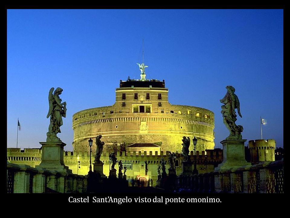 Castel Sant Angelo visto dal ponte omonimo.