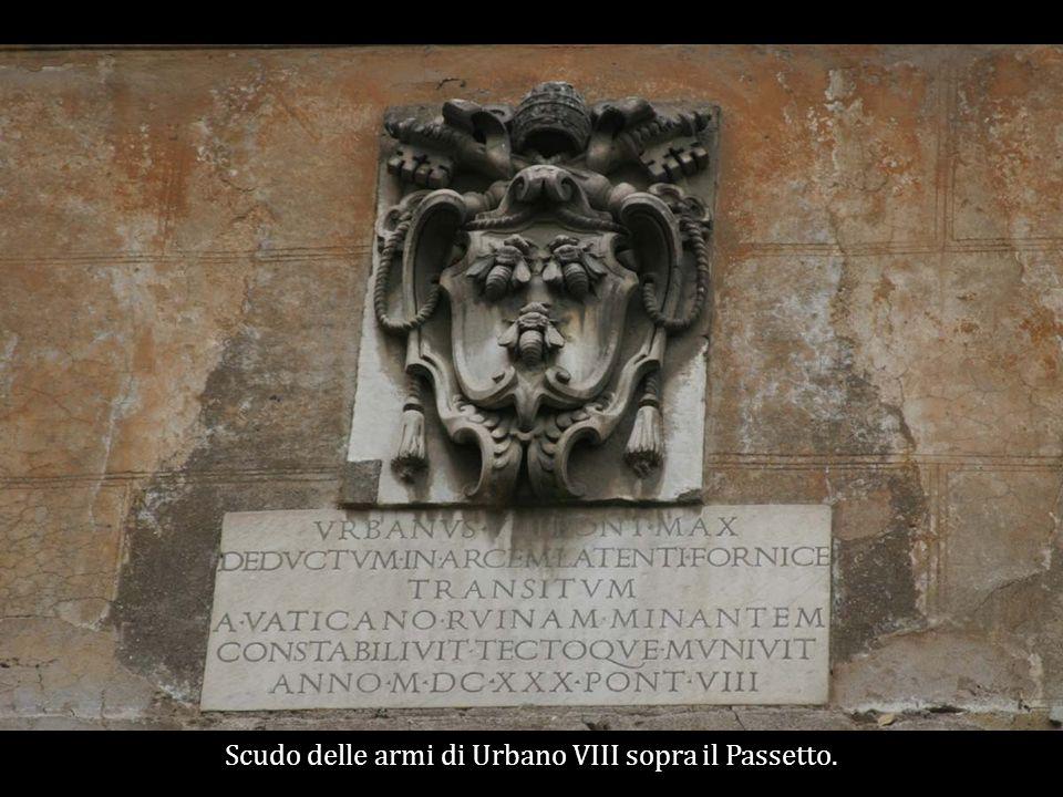 Scudo delle armi di Urbano VIII sopra il Passetto.