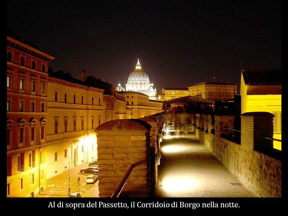 Al di sopra del Passetto, il Corridoio di Borgo nella notte.