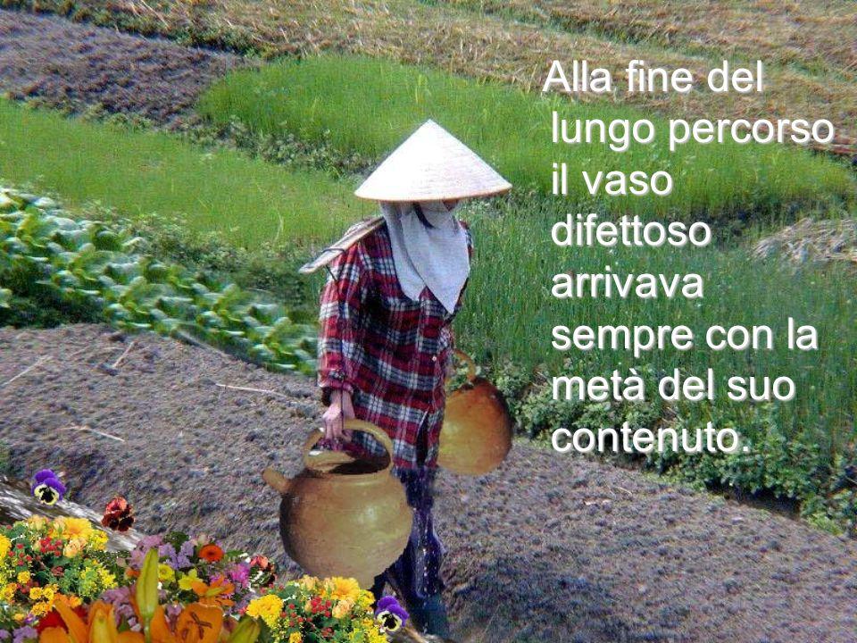 Uno dei vasi aveva una crepa, mentre laltro era perfetto e consegnava sempre intatto il suo intero carico dacqua.