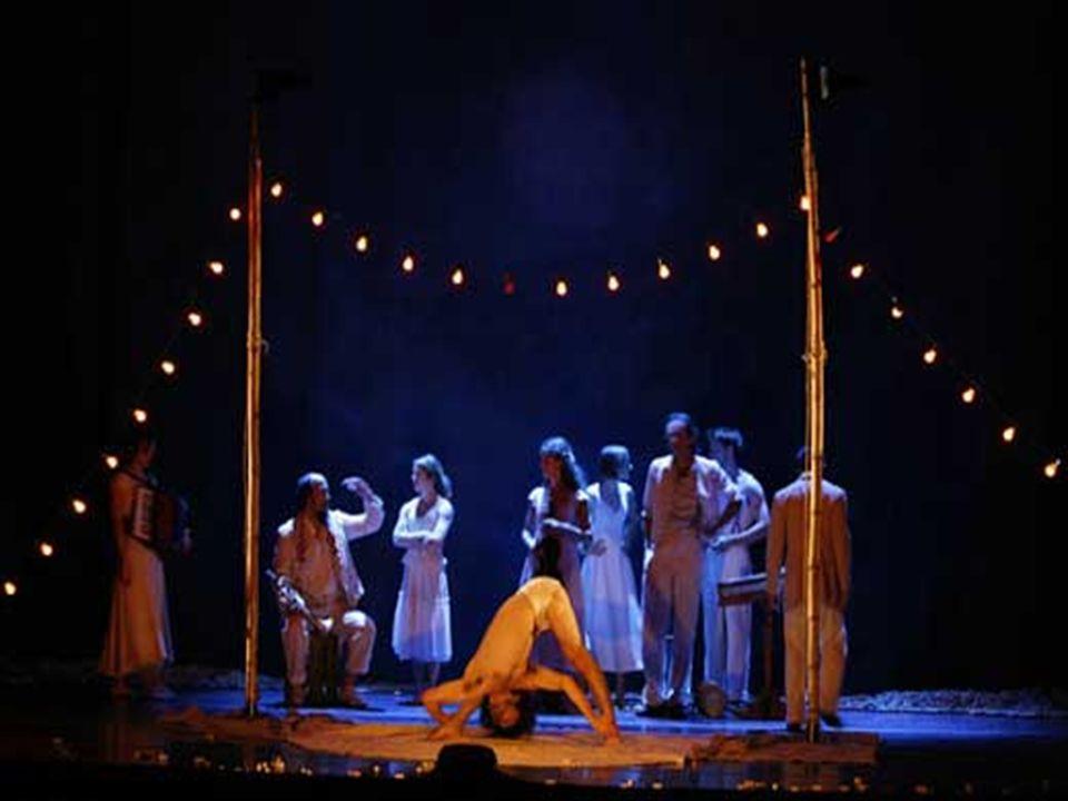 Cirque Eloise Si distingue dagli altri circhi per l'assenza di numeri circensi che utilizzino animali, contemporaneamente dedicando il suo palco a art