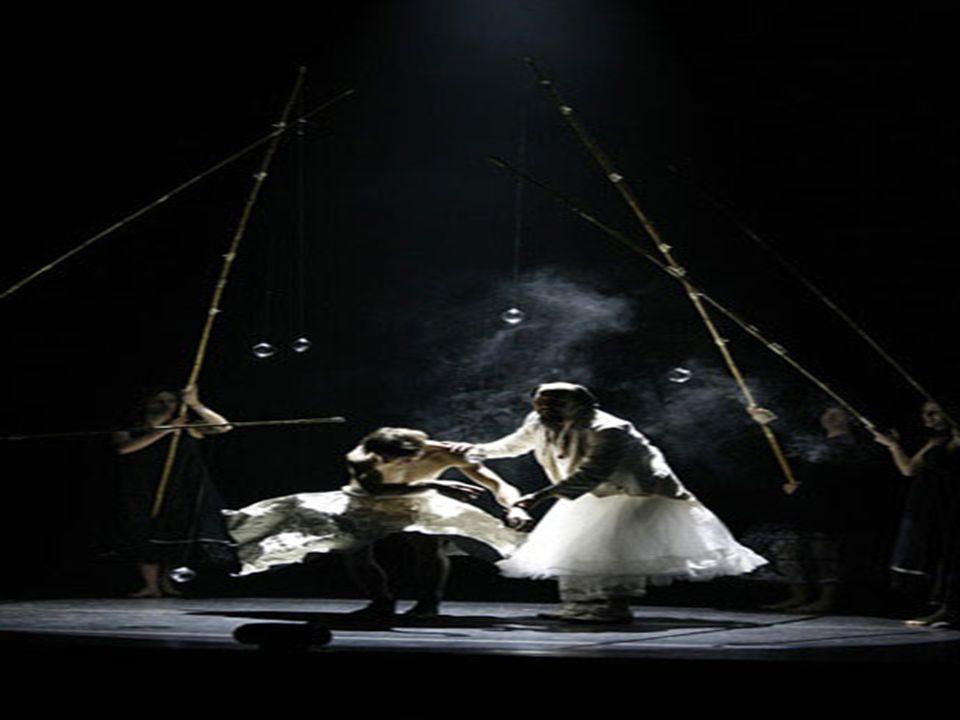 Il mondo di Finzi Pasca. Uno sguardo a Fellini e uno a Shakespeare, Finzi Pasca narra i suoi ricordi dinfanzia avvolti nella nebbia della Pianura Pada