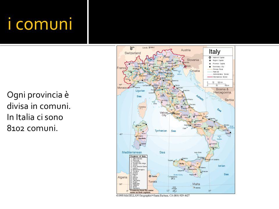 i comuni Ogni provincia è divisa in comuni. In Italia ci sono 8102 comuni.