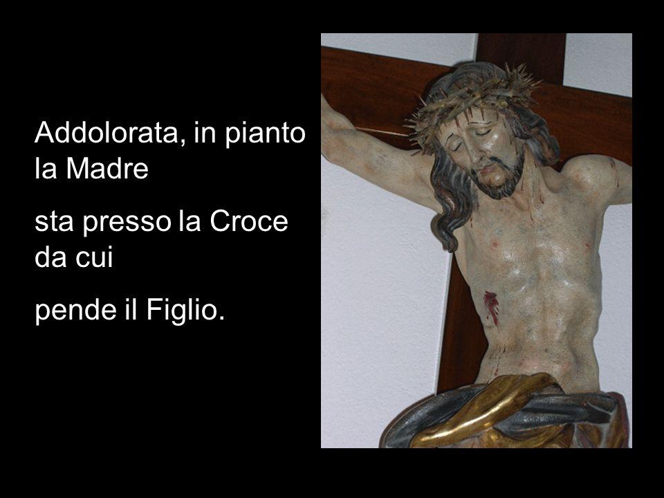 Addolorata, in pianto la Madre sta presso la Croce da cui pende il Figlio.