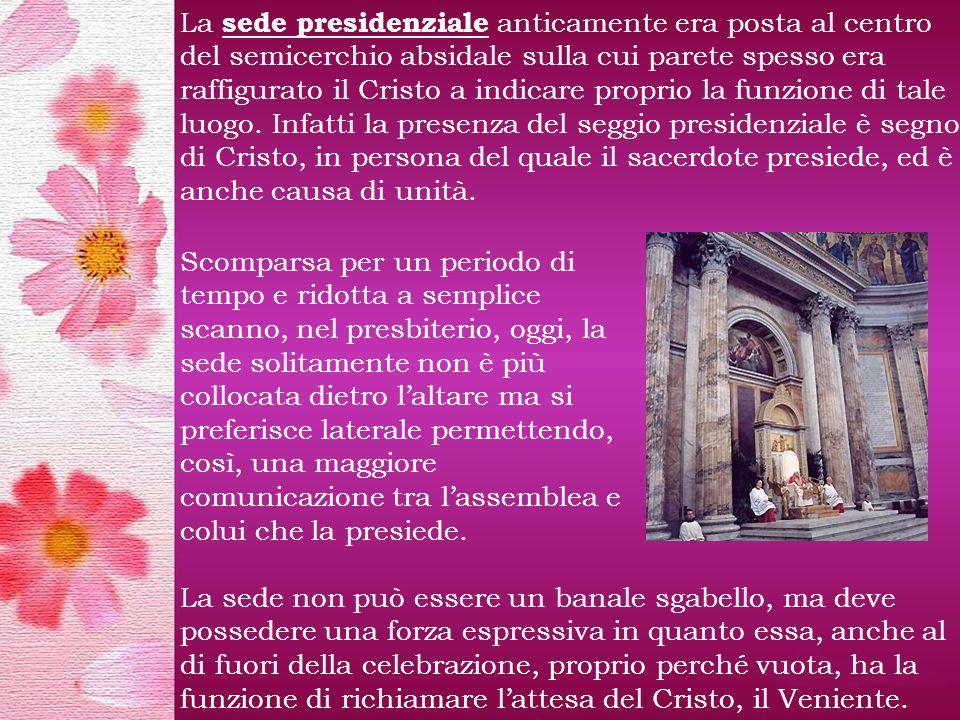 La sede presidenziale anticamente era posta al centro del semicerchio absidale sulla cui parete spesso era raffigurato il Cristo a indicare proprio la funzione di tale luogo.