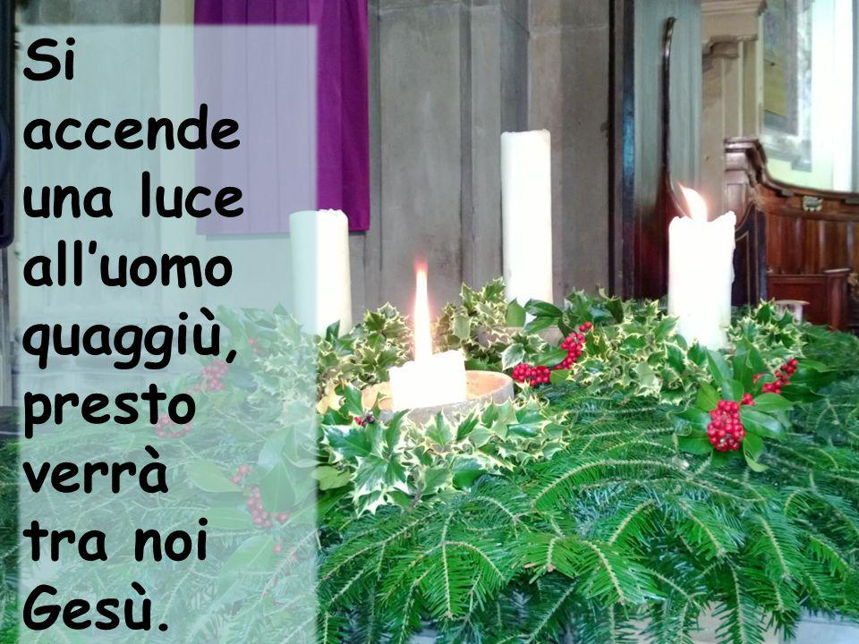 Si accende una luce alluomo quaggiù, presto verrà tra noi Gesù.