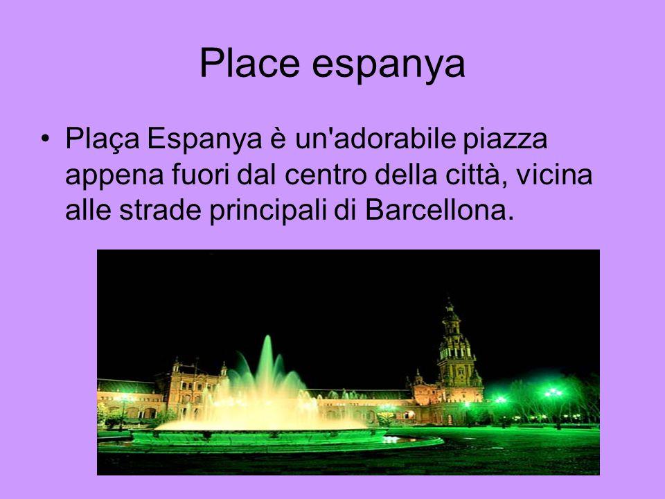 Place espanya Plaça Espanya è un'adorabile piazza appena fuori dal centro della città, vicina alle strade principali di Barcellona.