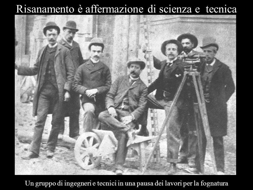Risanamento è affermazione di scienza e tecnica Un gruppo di ingegneri e tecnici in una pausa dei lavori per la fognatura