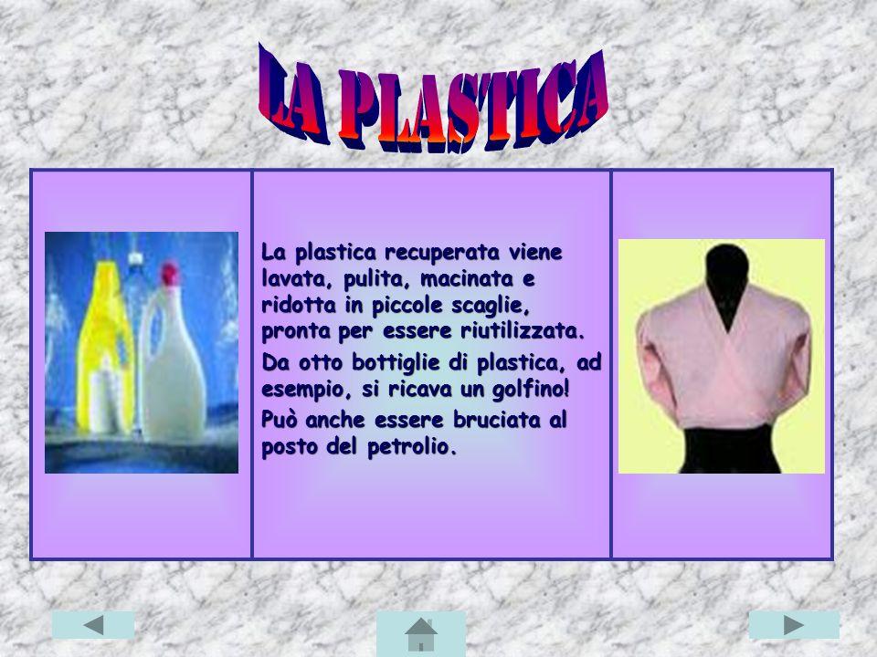 La plastica recuperata viene lavata, pulita, macinata e ridotta in piccole scaglie, pronta per essere riutilizzata.