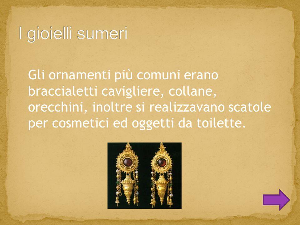Gli ornamenti più comuni erano braccialetti cavigliere, collane, orecchini, inoltre si realizzavano scatole per cosmetici ed oggetti da toilette.