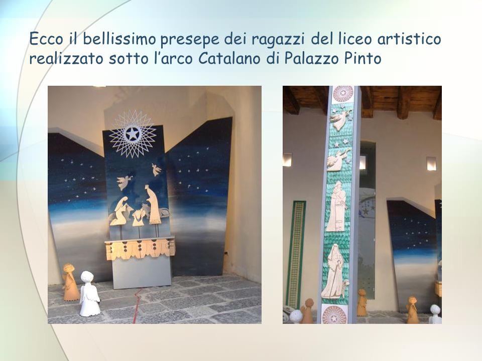 Ecco il bellissimo presepe dei ragazzi del liceo artistico realizzato sotto l'arco Catalano di Palazzo Pinto