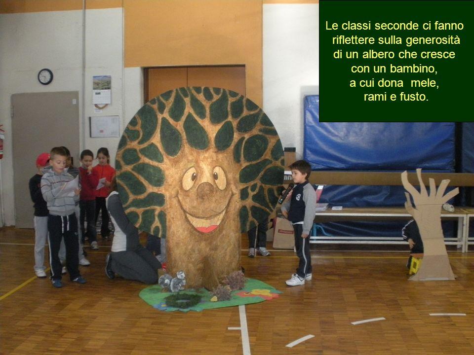 Le classi seconde ci fanno riflettere sulla generosità di un albero che cresce con un bambino, a cui dona mele, rami e fusto.