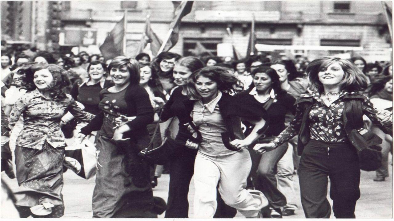 Oggi All'inizio del XX secolo sorsero i primi movimenti femministi, che denunciavano lo sfruttamento del lavoro femminile e chiedevano che le donne av