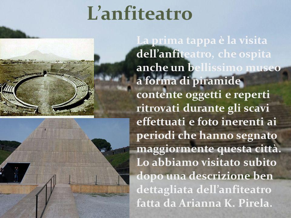 L'anfiteatro La prima tappa è la visita dell'anfiteatro, che ospita anche un bellissimo museo a forma di piramide contente oggetti e reperti ritrovati durante gli scavi effettuati e foto inerenti ai periodi che hanno segnato maggiormente questa città.
