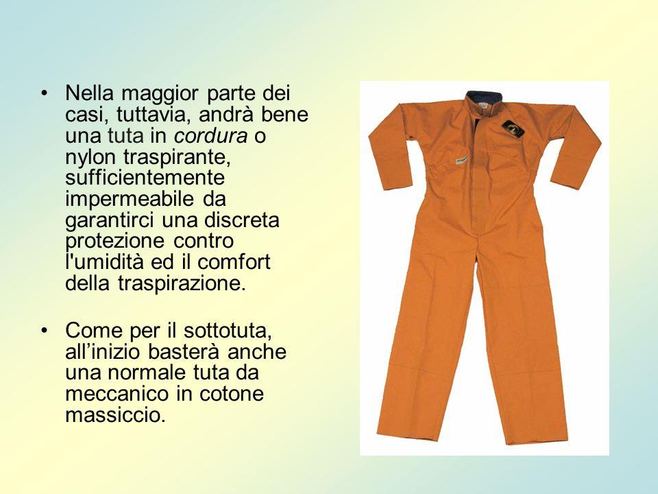 Per quanto riguarda la protezione delle mani, è perfetto un semplice paio di guanti da giardinaggio, o da lavoro, rivestiti di gomma.