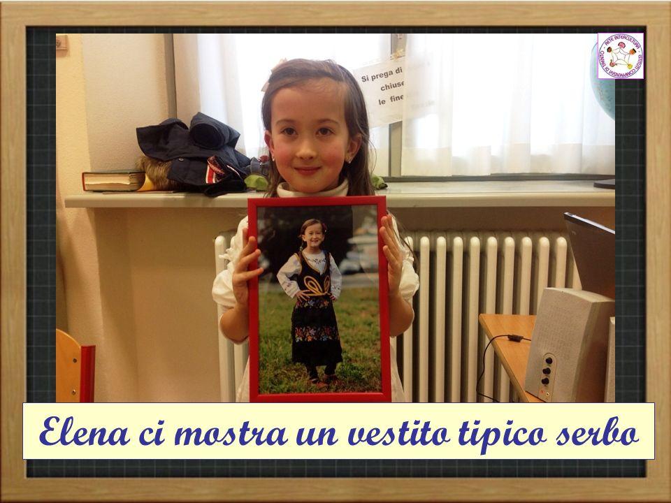Elena ci mostra un vestito tipico serbo