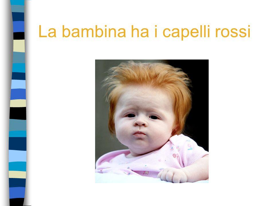 La bambina ha i capelli rossi