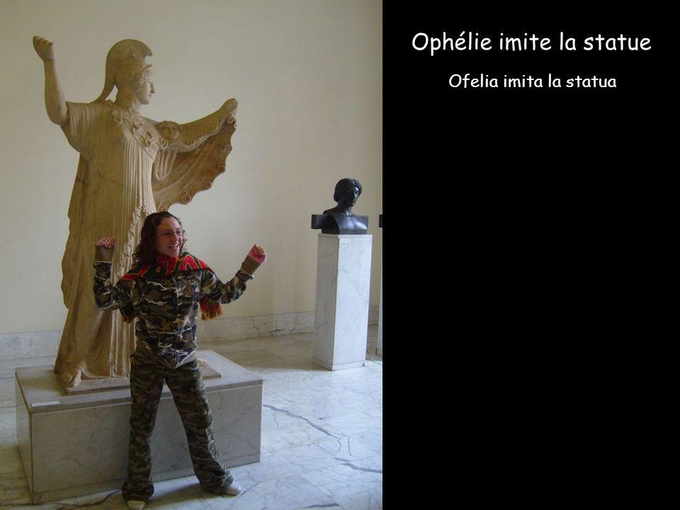 Ophélie imite la statue Ofelia imita la statua