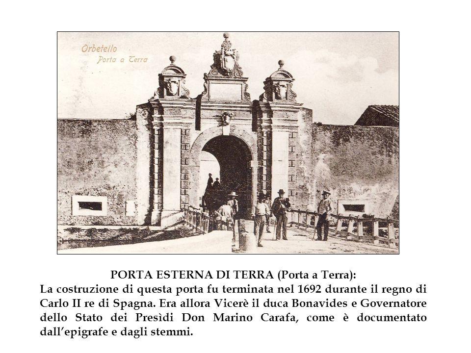 PORTA ESTERNA DI TERRA (Porta a Terra): La costruzione di questa porta fu terminata nel 1692 durante il regno di Carlo II re di Spagna.