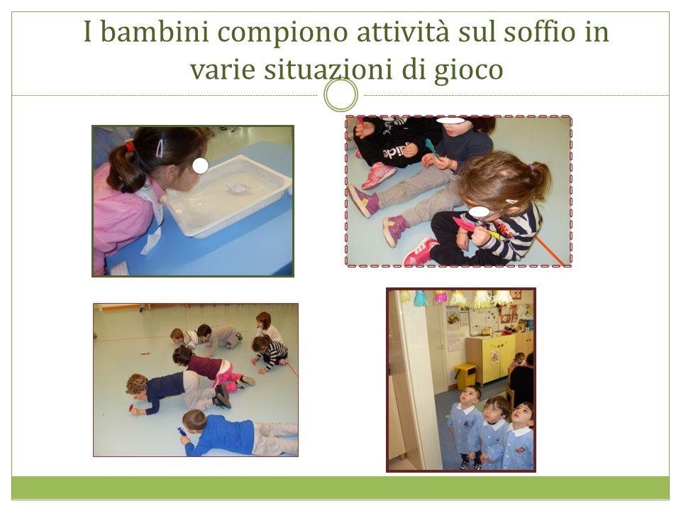 I bambini compiono attività sul soffio in varie situazioni di gioco