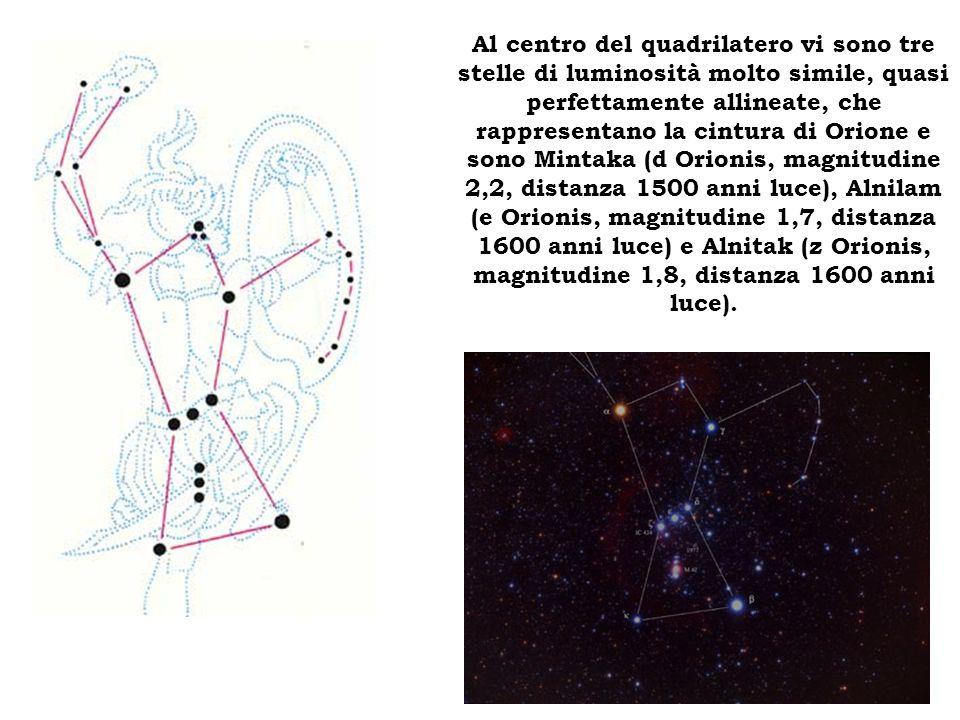 Al centro del quadrilatero vi sono tre stelle di luminosità molto simile, quasi perfettamente allineate, che rappresentano la cintura di Orione e sono