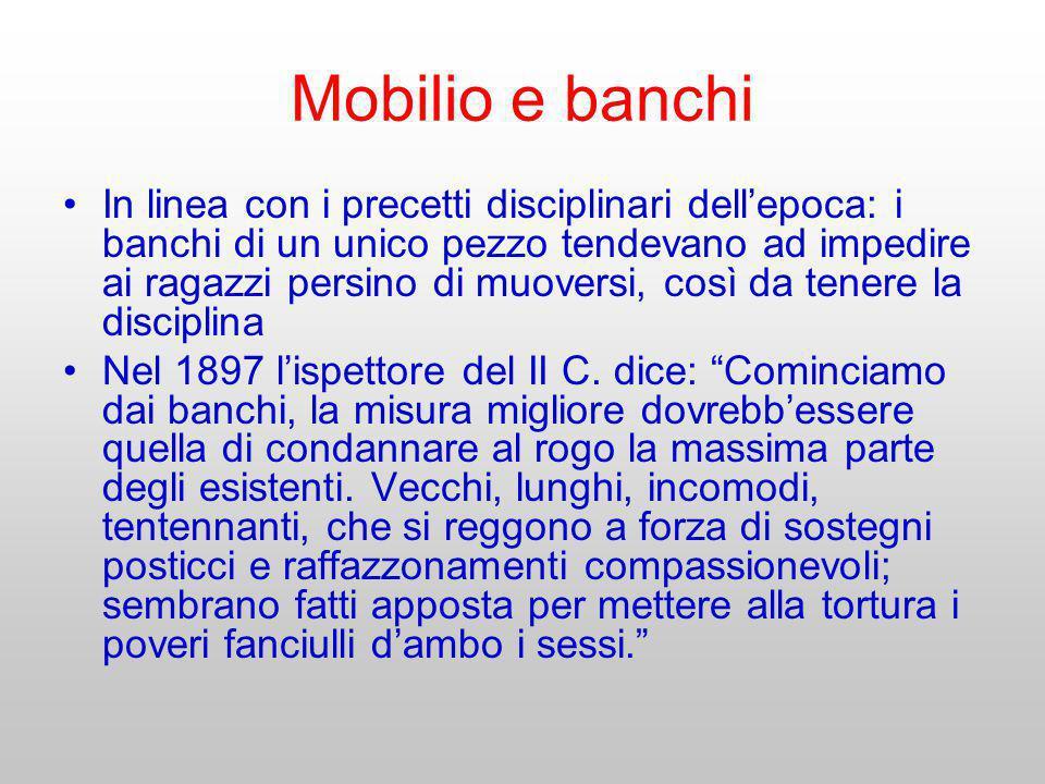 Mobilio e banchi In linea con i precetti disciplinari dellepoca: i banchi di un unico pezzo tendevano ad impedire ai ragazzi persino di muoversi, così