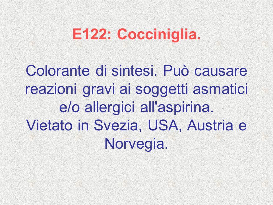 E122: Cocciniglia. Colorante di sintesi. Può causare reazioni gravi ai soggetti asmatici e/o allergici all'aspirina. Vietato in Svezia, USA, Austria e