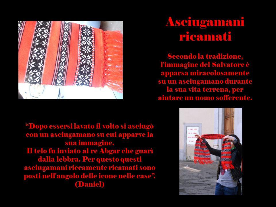 Usanze Rumene Asciugamani ricamati Secondo la tradizione, l'immagine del Salvatore è apparsa miracolosamente su un asciugamano durante la sua vita ter