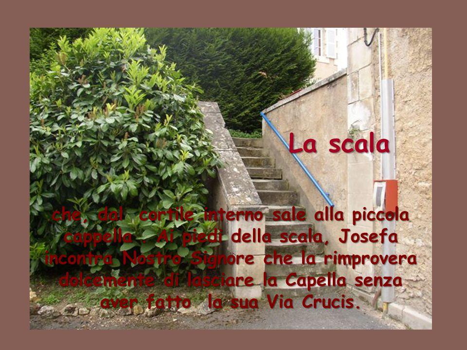 La scala che, dal cortile interno sale alla piccola cappella. Ai piedi della scala, Josefa incontra Nostro Signore che la rimprovera dolcemente di las