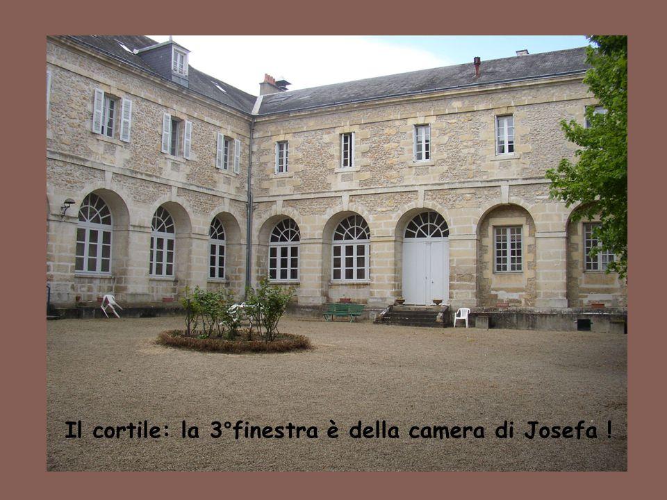 Il cortile: la 3°finestra è della camera di Josefa !