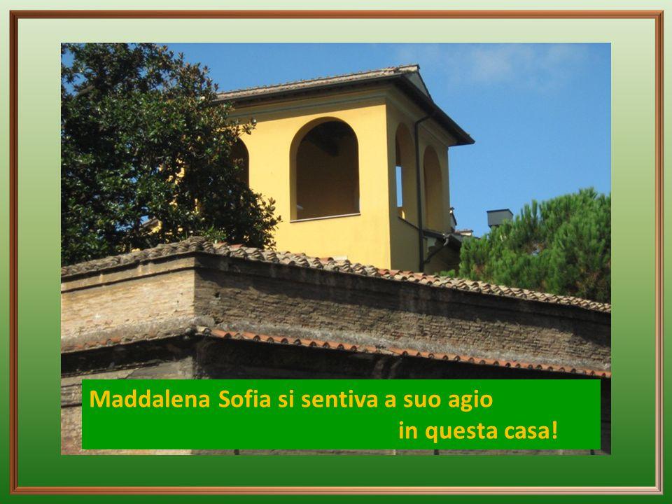 Divideva il suo tempo in Trastevere tra le novizie, le bambine della scuola e le molte visite che doveva ricevere.