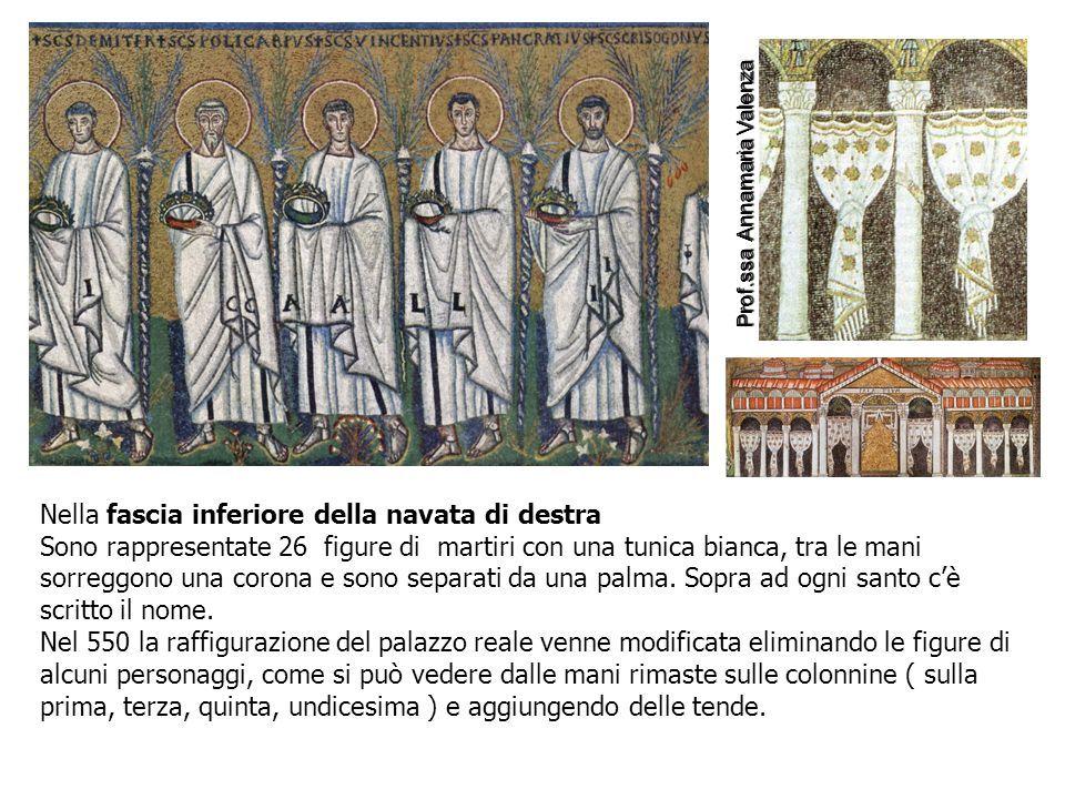 Nella fascia inferiore della navata di destra Sono rappresentate 26 figure di martiri con una tunica bianca, tra le mani sorreggono una corona e sono separati da una palma.