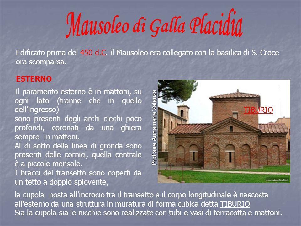 Edificato prima del 450 d.C. il Mausoleo era collegato con la basilica di S.