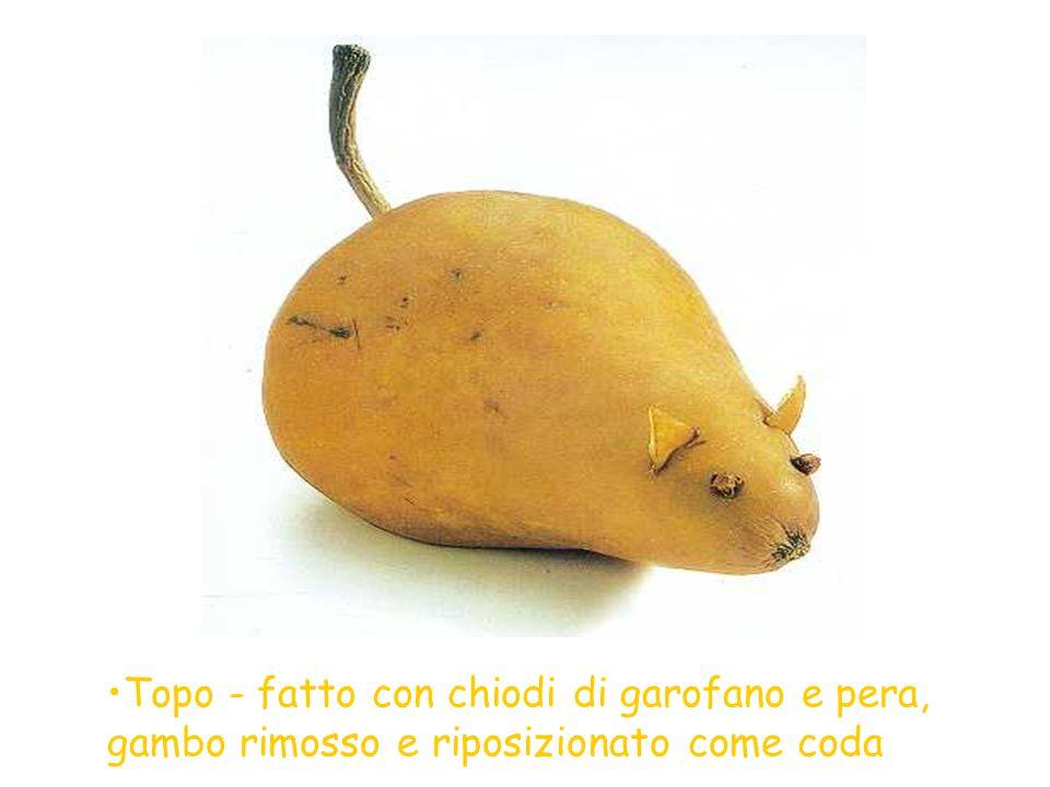 Topo - fatto con chiodi di garofano e pera, gambo rimosso e riposizionato come coda