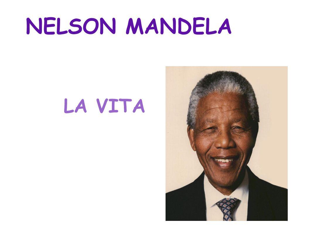 ● NATO : 18 luglio 1918 a Mvezo ● MORTO : 5 dicembre 2013 a Johannesburg ● CHI ERA ● E stato un politico sudafricano, primo presidente eletto dopo l apartheid ed ha preso un Premio Nobel per la pace assieme all ex presidente sudafricano Frederik de Klerk.