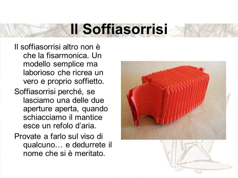 Il Soffiasorrisi Il soffiasorrisi altro non è che la fisarmonica. Un modello semplice ma laborioso che ricrea un vero e proprio soffietto. Soffiasorri