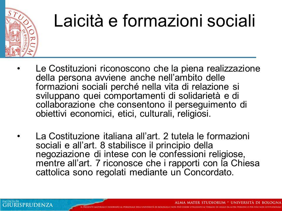 Laicità e formazioni sociali •Le Costituzioni riconoscono che la piena realizzazione della persona avviene anche nell'ambito delle formazioni sociali