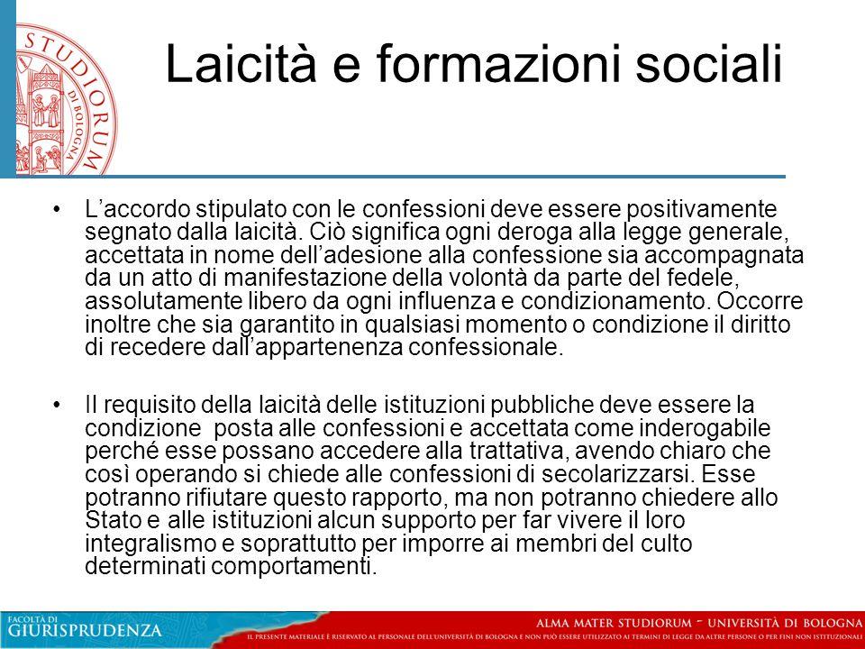 Laicità e formazioni sociali •L'accordo stipulato con le confessioni deve essere positivamente segnato dalla laicità. Ciò significa ogni deroga alla l