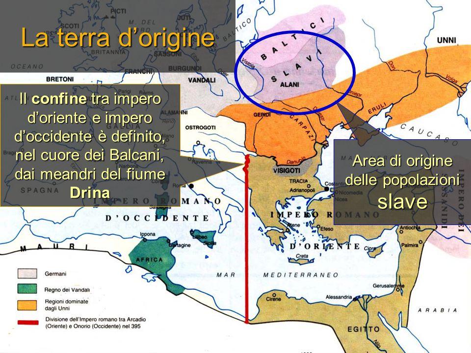 La terra d'origine Il confine tra impero d'oriente e impero d'occidente è definito, nel cuore dei Balcani, dai meandri del fiume Drina Area di origine delle popolazioni slave