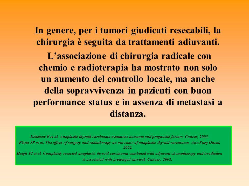 In genere, per i tumori giudicati resecabili, la chirurgia è seguita da trattamenti adiuvanti. L'associazione di chirurgia radicale con chemio e radio
