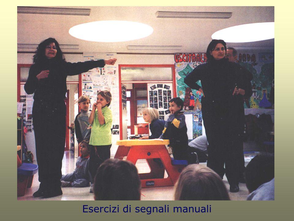 Esercizi di segnali manuali