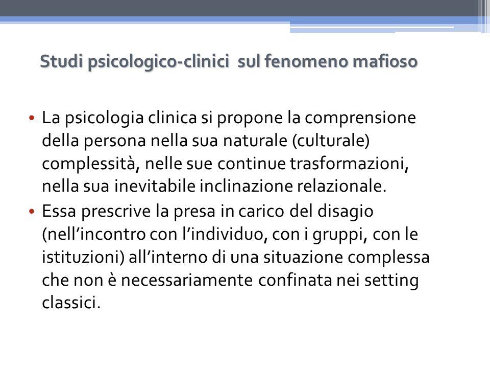 La psicologia clinica si propone la comprensione della persona nella sua naturale (culturale) complessità, nelle sue continue trasformazioni, nella sua inevitabile inclinazione relazionale.