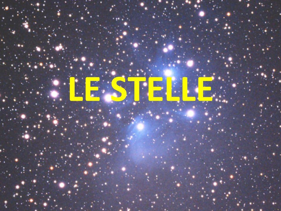 CHE COS'E' UNA STELLA Una stella è un'immensa sfera di gas caldissima che genera energia nel proprio nucleo attraverso processi di fusione nucleare.