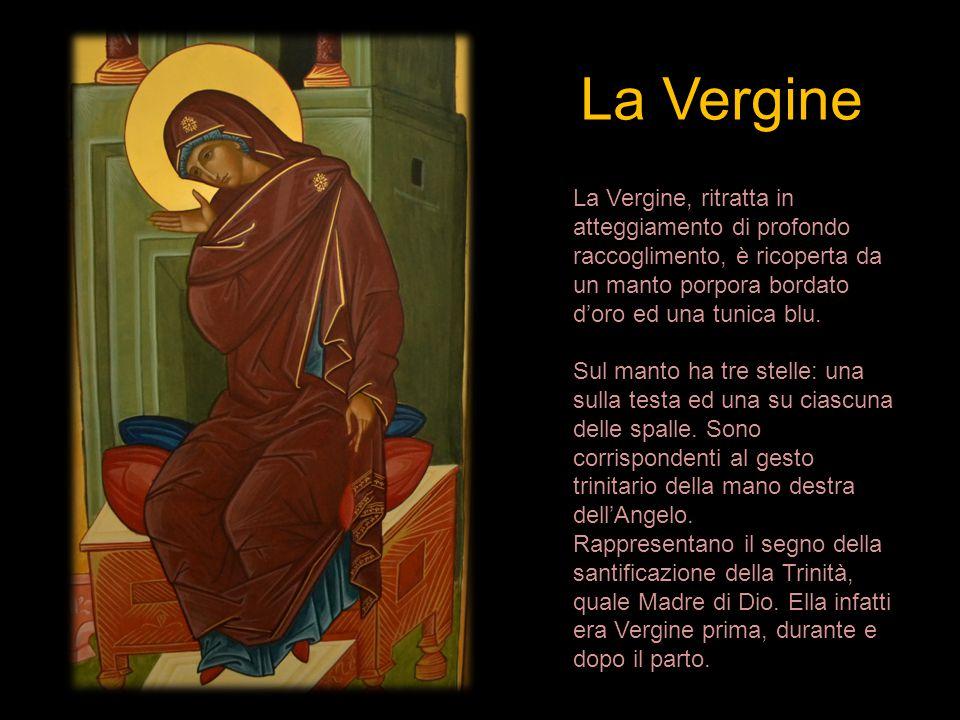 La Vergine La Vergine, ritratta in atteggiamento di profondo raccoglimento, è ricoperta da un manto porpora bordato d'oro ed una tunica blu. Sul manto
