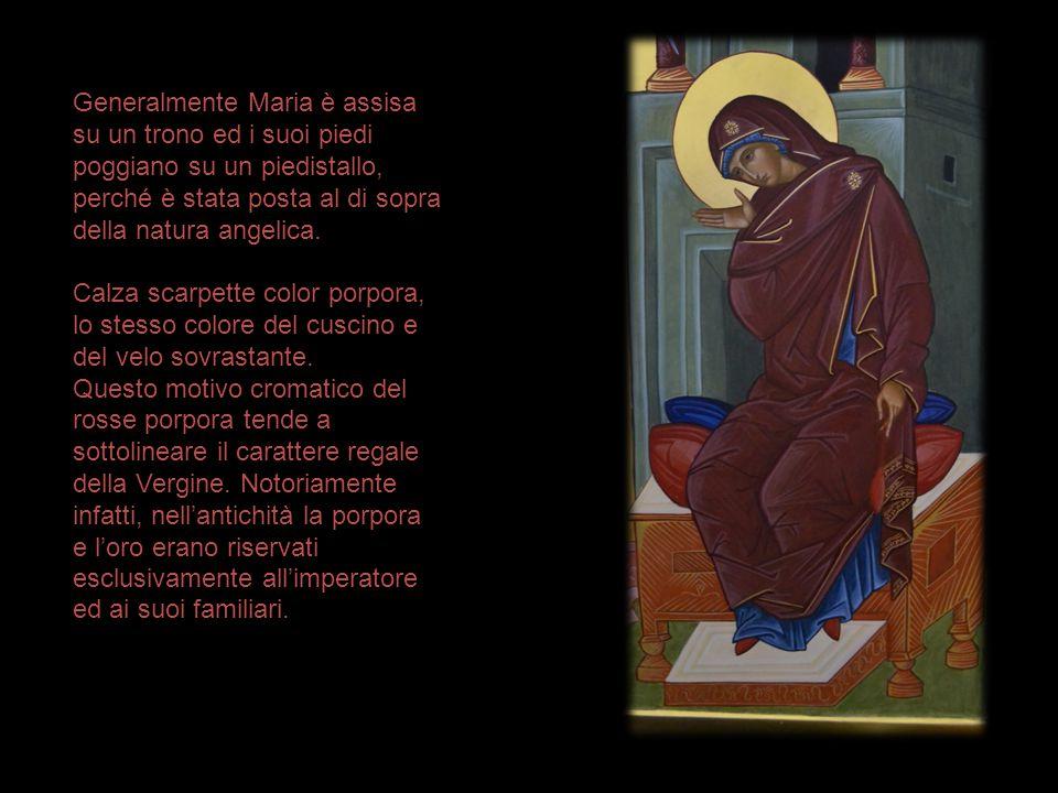Generalmente Maria è assisa su un trono ed i suoi piedi poggiano su un piedistallo, perché è stata posta al di sopra della natura angelica. Calza scar