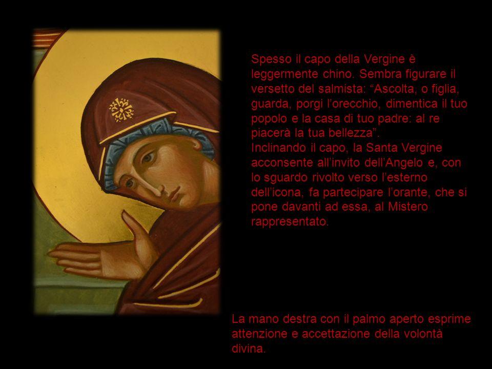 """Spesso il capo della Vergine è leggermente chino. Sembra figurare il versetto del salmista: """"Ascolta, o figlia, guarda, porgi l'orecchio, dimentica il"""